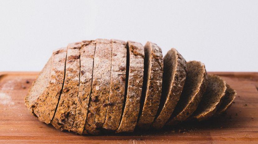 Chleb pokrojony w kromki