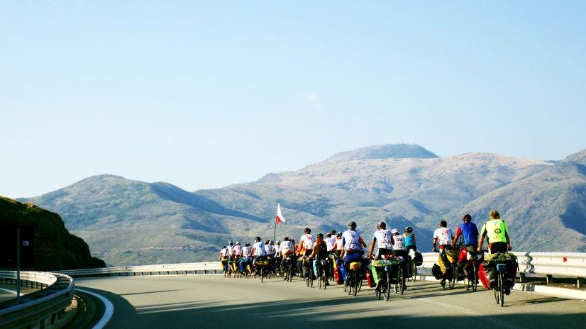 Rowerzyści na wyprawie w Albanii